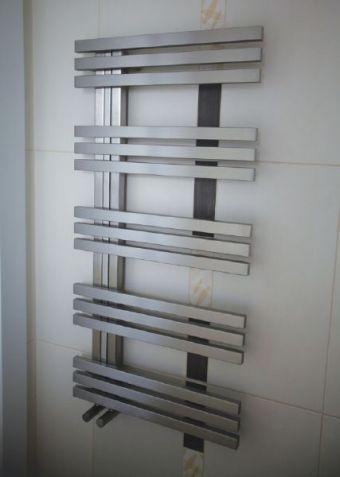 http://www.radiateur-design.com/181-71-thickbox/radiateur-seche-serviette-electrique-design-puissance-650-watts-bolero.jpg